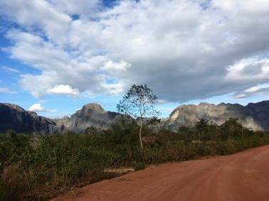 The road to Xe Bang Fai
